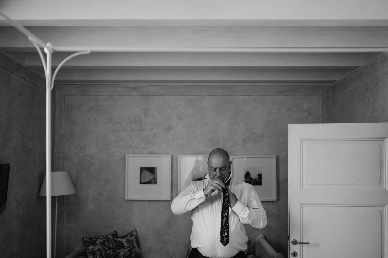 father of the groom getting ready relais villa vittoria