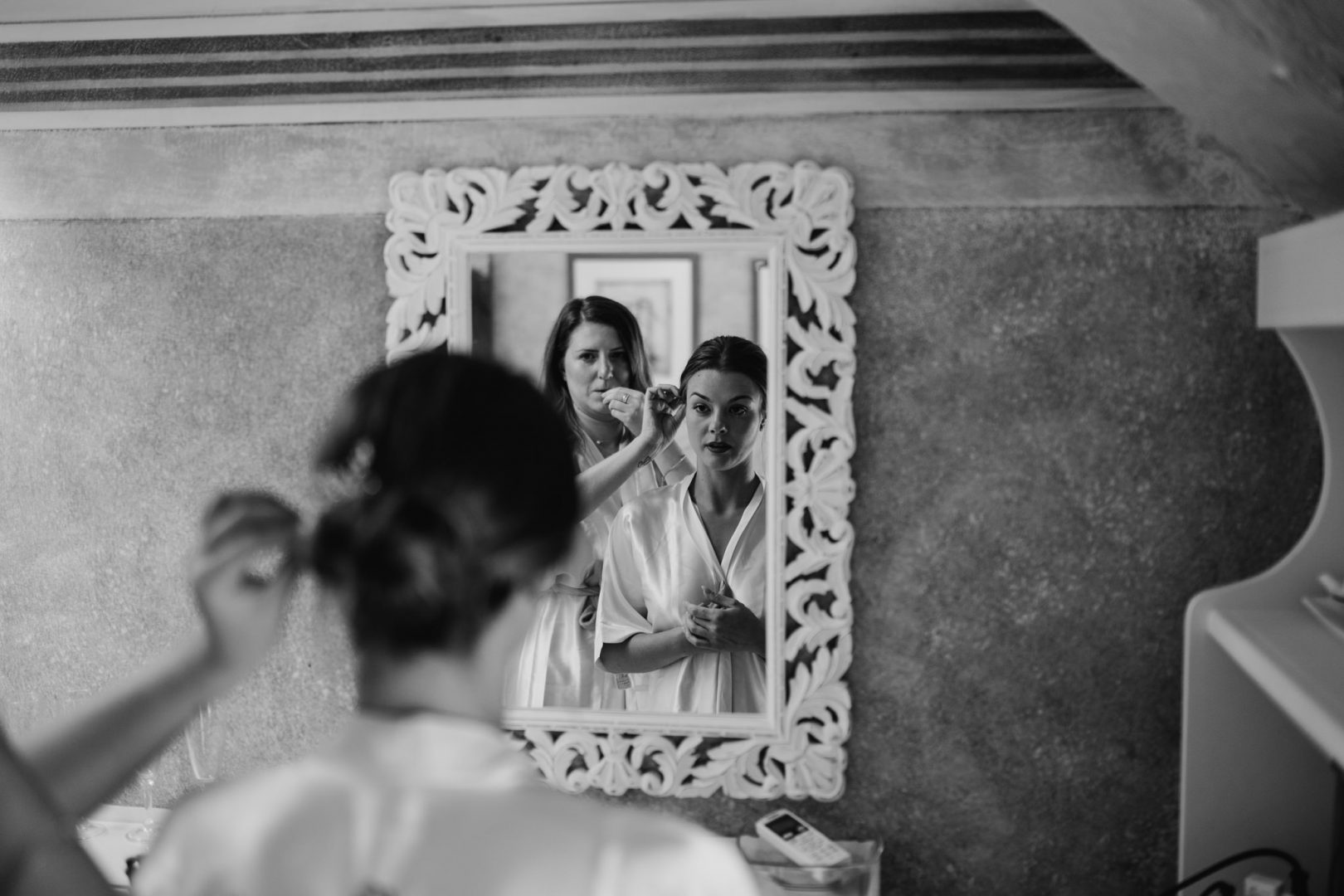 bride getting ready relais villa vittoria