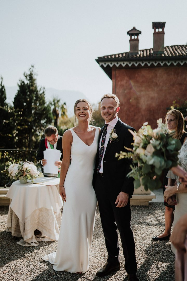 just married smiles relais villa vittoria