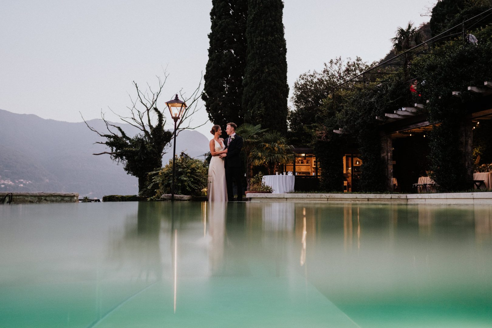 bride groom infinity pool lake como